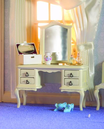 French style cream dressing table for 10 table cream