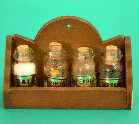 MC7012 Set of 4 Spice Jars in a Wood Rack